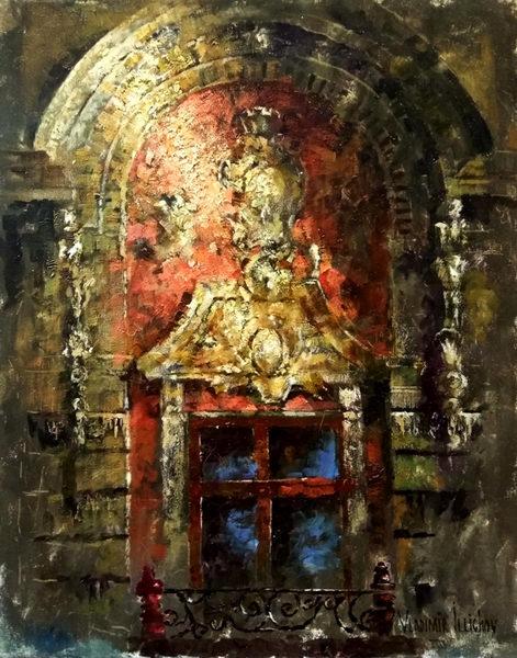 Арка с окном и барельефом